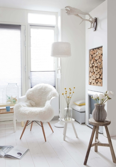 A La Recherche De Rustic Modern Eames Chairs Sheepskin Rugs Rh Katekellydesign Com Rug On Rocking Chair Dining